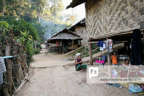 nahe  Sohn  Vorbereitung  Großstadt  Dorf  Entdeckung  3  weben  sprechen  Ethnisches Erscheinungsbild  Lifestyle  Mitglied  Thailand  Faden