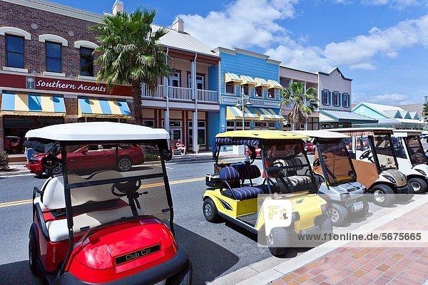 Vereinigte Staaten von Amerika  USA  Auto  Straße  See  Dorf  Fuhrwerk  Golfsport  Golf  landen  Florida