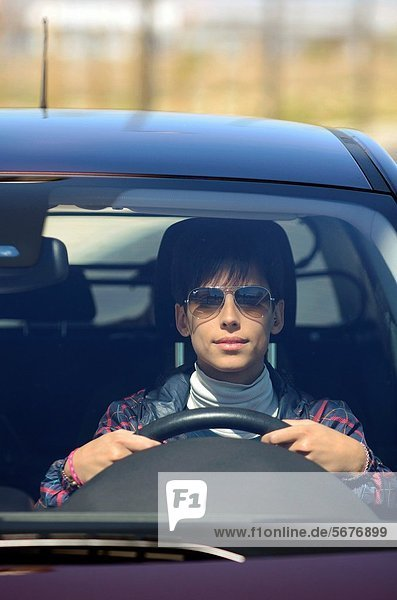 niedlich  süß  lieb  Frau  Auto  fahren  jung