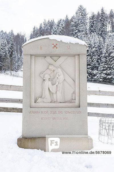 6. Station  Kreuzweg  Pilgerweg  im Schnee  Einsiedeln  Schweiz  Europa