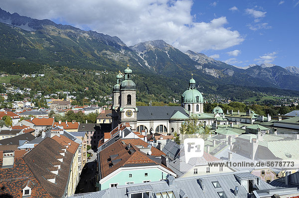 View of the historic district and the Cathedral of St. Jacob as seen from Stadtturm tower  northern Karwendel mountain range at the back  Innsbruck  Tyrol  Austria  Europe