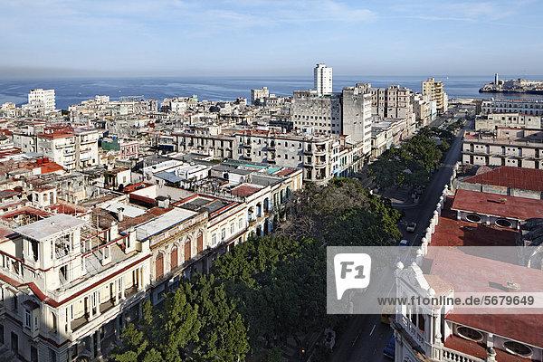Havanna Hauptstadt Dach Panorama über Karibik Mittelamerika Ansicht Altstadt UNESCO-Welterbe Monte Prado Villa