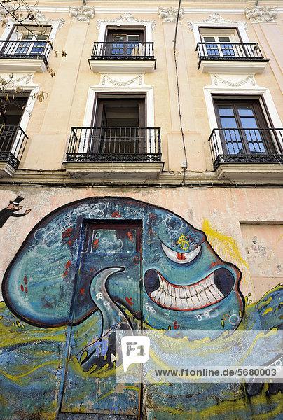 Madrid Hauptstadt Europa Gebäude Fassade Hausfassade Apartment Tintenfisch Graffiti Spanien