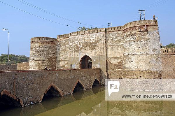 Festung Lohagarh Fort oder Iron Fort in Bharatpur  Rajasthan  Indien  Asien  ÖffentlicherGrund
