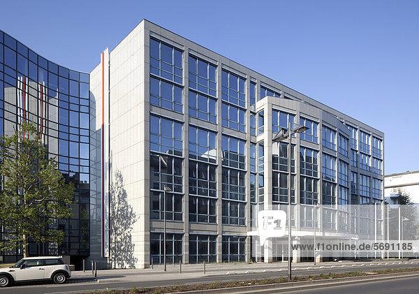 Bürogebäude an der Oskar-von-Miller-Straße  Frankfurt am Main  Hessen  Deutschland  Europa  ÖffentlicherGrund