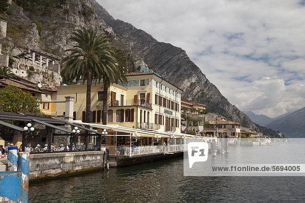 Hotel am Seeufer  Limone sul Garda  Gardasee  Lombardei  Italien  Europa  ÖffentlicherGrund