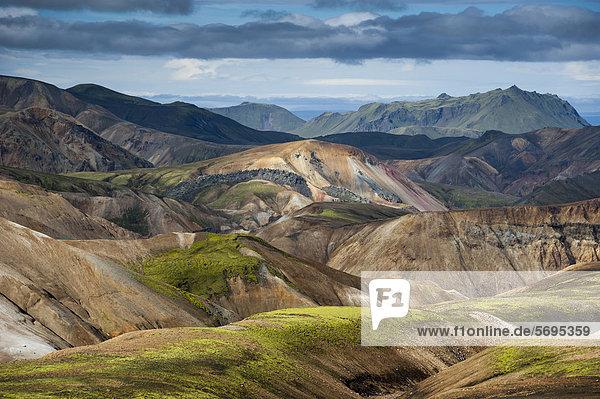 Vulkan Brennisteinsalda  Rhyolith-Berge und Lavafeld Laugahraun  Landmannalaugar  Fjallabak Naturschutzgebiet  Hochland  Island  Europa