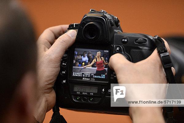 Maria SHARAPOVA  auch SCHARAPOWA  RUS  im Fokus der Presse  Nikon D3s  Pressefotograf  Tennis Grand Prix Porsche-Cup Damen  Porsche-Arena  Stuttgart  Baden-Württemberg  Deutschland  Europa