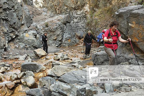 Spain  La Palma  Women hiking at Caldera de Taburiente National Park