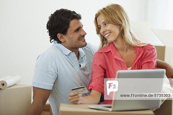 Paare online einkaufen für ihr neues Zuhause