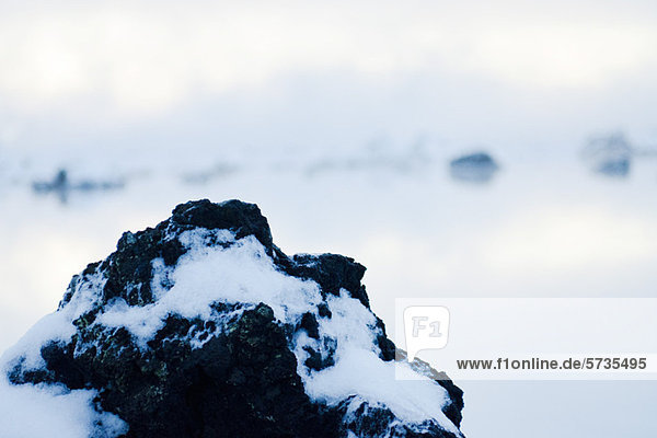 Vulkangestein mit Kieselerdevorkommen  Blaue Lagune  Halbinsel Reykjanes  Island