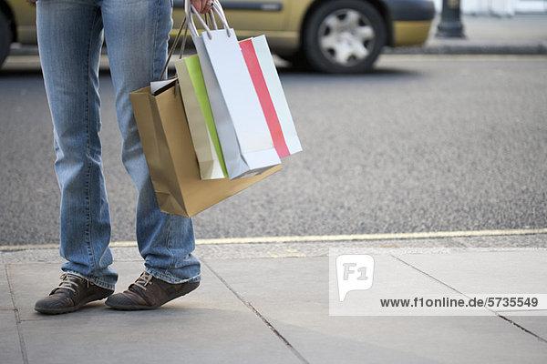 Shopper mit Einkaufstaschen  niedrige Sektion