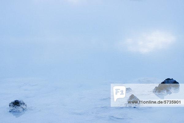 Vulkangestein in der Blauen Lagune  Reykjanes Halbinsel  Island