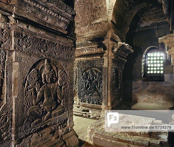 Myanmar  Bagan  Nanpaya Tempele  Brahamanic Bilder Sculpet auf den Säulen