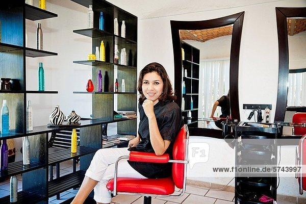 sitzend  Stuhl  Beauty  Kosmetikerin