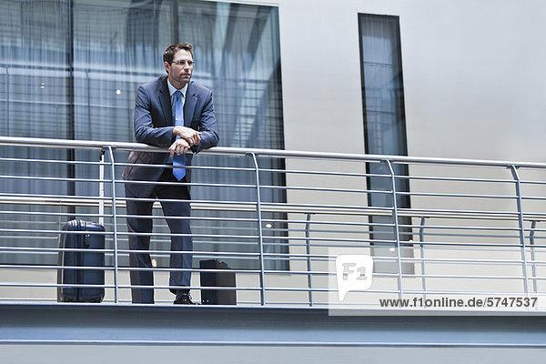 stehend  Geschäftsmann  Balkon