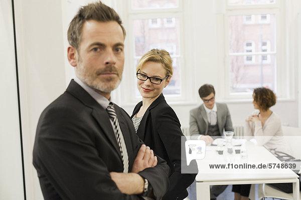 Geschäftsleute im Amt
