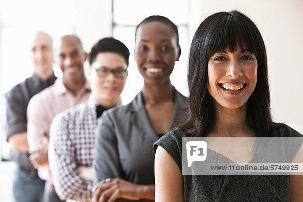 Portrait von Geschäftsleuten in einer Branche