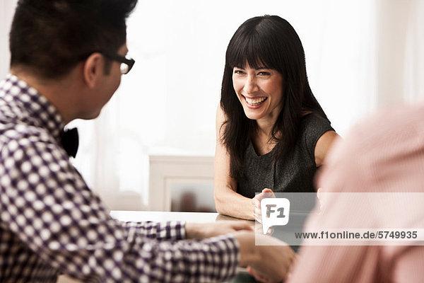 Drei Geschäftsleuten in meeting