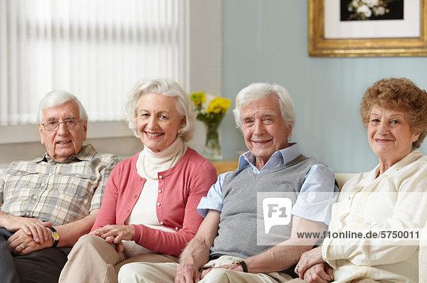 Vier Senioren im Pflegeheim  Portrait