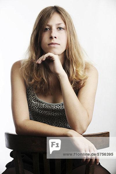 Junge Frau  sitzend