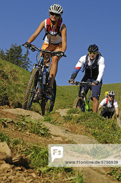 Mountainbiker  Hohe Salve  Kitzbühler Alpen  Tirol  Österreich  Europa