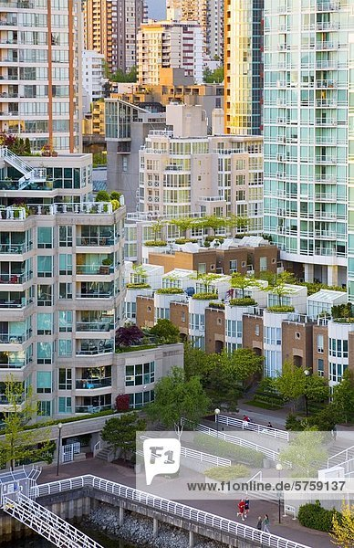 Innenstadt Eigentumswohnungen von Granville Bridge  Vancouver  British Columbia  Kanada.
