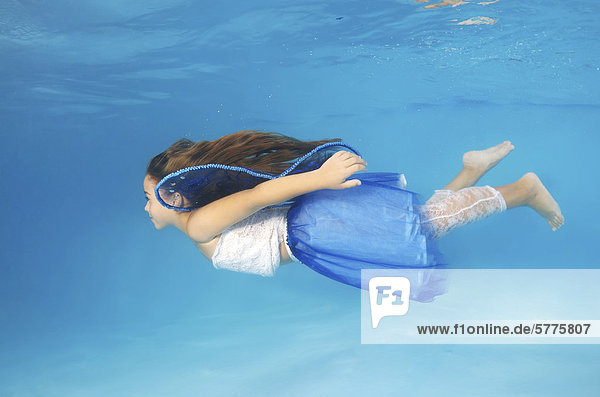 Unterwasseraufnahme zeigen Mädchen Mode