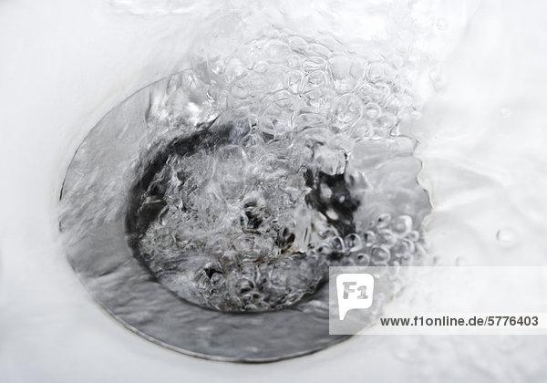 Abfluß mit Wasser Abfluß mit Wasser
