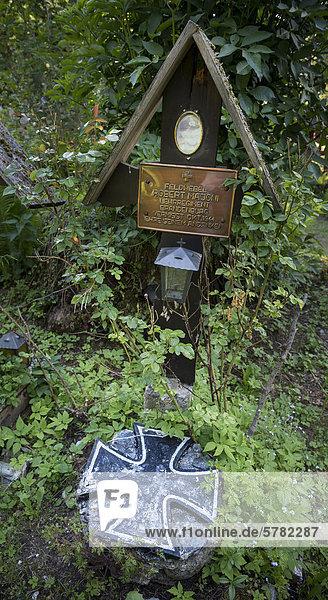 Grab  Historischer Waldfriedhof Tummelplatz  Militärfriedhof bzw. Soldatenfriedhof  Innsbruck  Tirol  Österreich  Europa