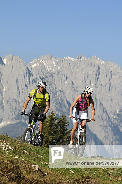 Mountain bikers  Eggenalm alp  Reit im Winkl  Chiemgau  Bavaria  Germany  Europe