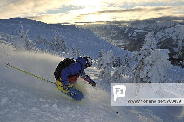 Skier downhill skiing on Steinplatte mountain  Reit im Winkl  Chiemgau  Bavaria  Germany  Europe