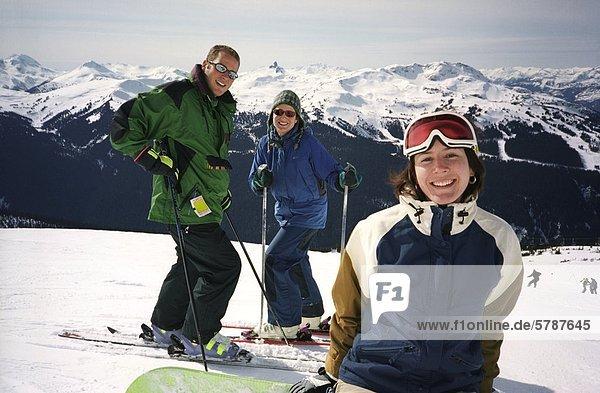 Freunde  Skifahren in Whistler  British Columbia  Kanada.