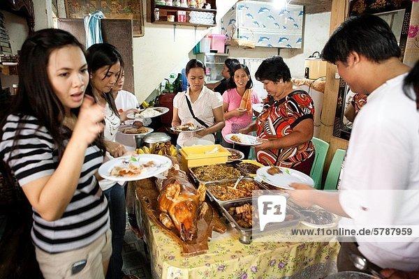 Angebot Lebensmittel Tradition Wohnhaus Party Großstadt philippinisch Philippinen Visayas