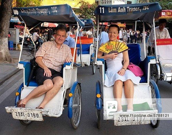 Hanoi  Hauptstadt  Stadt  Tagesausflug  Tourist  reifer Erwachsene  reife Erwachsene  alt  Vietnam