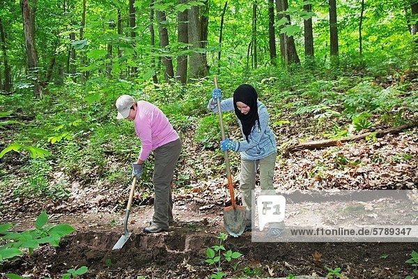 Laubwald Anschnitt Landschaft Organisation organisieren Tag Kooperation Planung Freizeit folgen Schutz Gerät schwarz wandern 1 Freiwilliger Zimmer Größe Michigan Teich