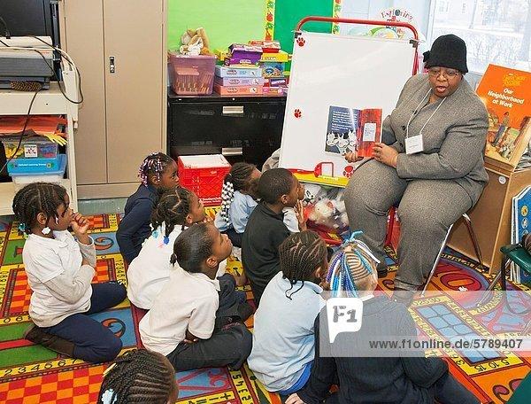 Anschnitt  lesen  Planung  Urlaub  Einheit  Wochenende  Lehrer  Gemeinschaft  amerikanisch  Schule  Schulklasse  Klasse  Mittelpunkt  Nummer  Dienstleistungssektor  Grad Celsius  König - Monarchie  Rubin  jung  Detroit  Michigan  Gewerkschaft