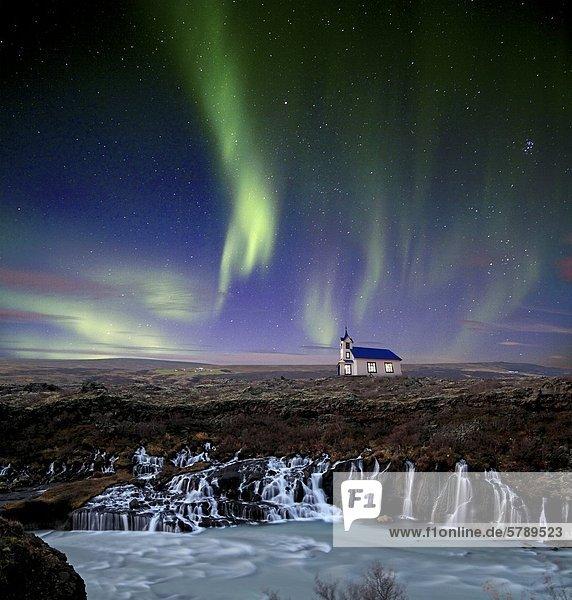 Polarlichter über einer Kirche am Wasserfall Hraunfossar  Island  Collage