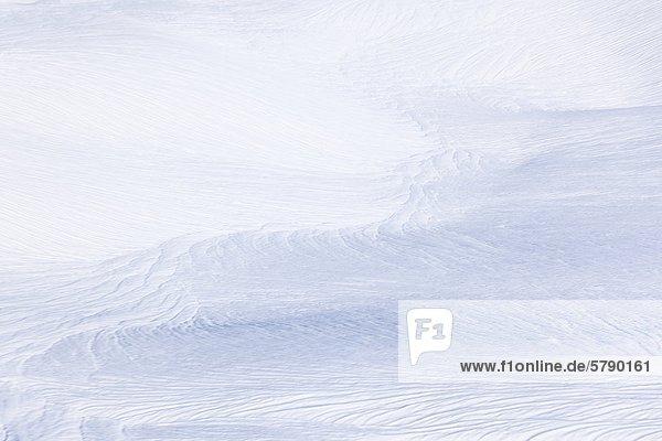 Zerfurchte Schneedecke nach Wärmeperiode  Annaberg  Österreich
