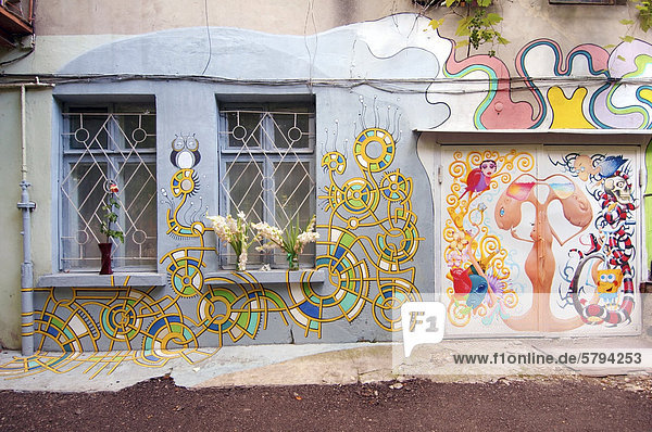 Bunt bemalter Hinterhof  Odessa  Ukraine  Osteuropa