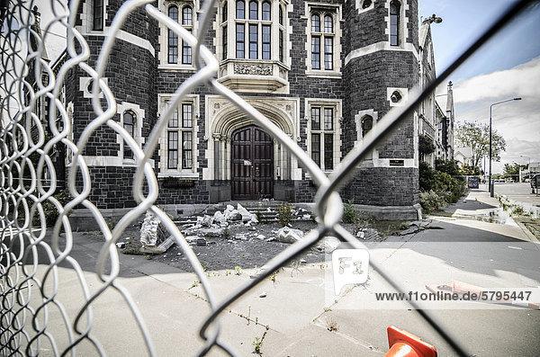 Absperrung  Erdbebenschaden am Wahrzeichen von Christchurch  Südinsel  Neuseeland