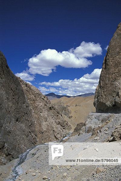 Hochwüste  Manali-Leh-Highway  bei Pang  Ladakh  Jammu und Kaschmir  indischer Himalaya  Nordindien  Indien  Asien