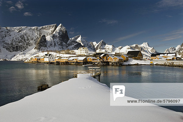 Rorbu  Rorbuer  traditional wooden houses  Reine  island of Moskenes¯ya  Moskenesoya  Lofoten Islands  Northern Norway  Norway  Europe