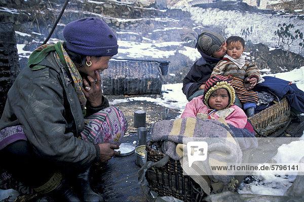 Arbeiterfamilie  Stra_enbau  Sikkim  Ostindien  Indien  Asien