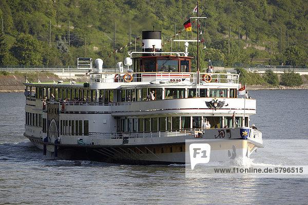 Der Raddampfer Goethe auf dem Rhein bei St. Goar  Rheinland-Pfalz  Deutschland  Europa Der Raddampfer Goethe auf dem Rhein bei St. Goar, Rheinland-Pfalz, Deutschland, Europa