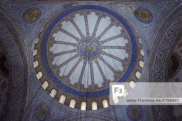 Dachgewölbe  verzierte Kuppeln  Innenaufnahme Sultan-Ahmed-Moschee oder Blaue Moschee  Sultanahmet  Altstadt  UNESCO-Weltkulturerbe  Istanbul  Europa
