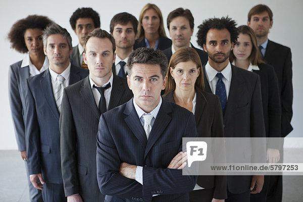 Erfolgreiche Führungskräfte fördern Teamarbeit und Zielstrebigkeit bei den Mitarbeitern
