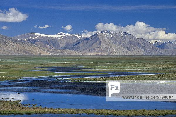 Von Flussläufen durchzogene Ebene südlich des Tso Moriri oder Tsomoriri  Kibber-Karzok-Trek  Changtang oder Changthang  Ladakh  indischer Himalaya  Jammu und Kaschmir  Nordindien  Indien  Asien
