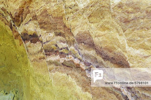 Farbiges Gestein  Ockersteinbruch  Roussillon  DÈpartement Vaucluse  Region Provence-Alpes-CÙte díAzur  Frankreich  Europa