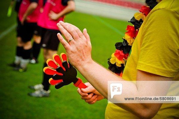 Spielfeld Sportfeld Sportfelder Fußballfan klatschen Fußball